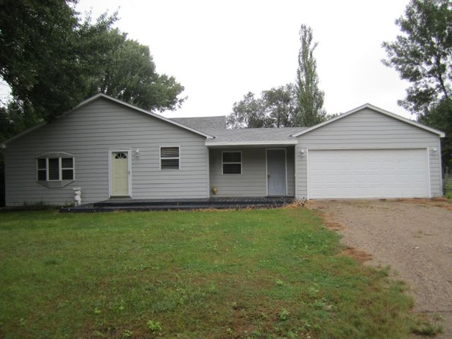 204 E 9th St, Woonsocket, SD 57385