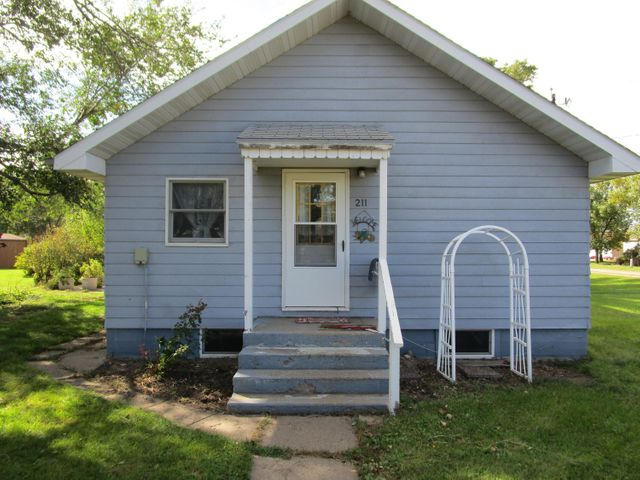 211 Creek St. S, Iroquois, SD 57353