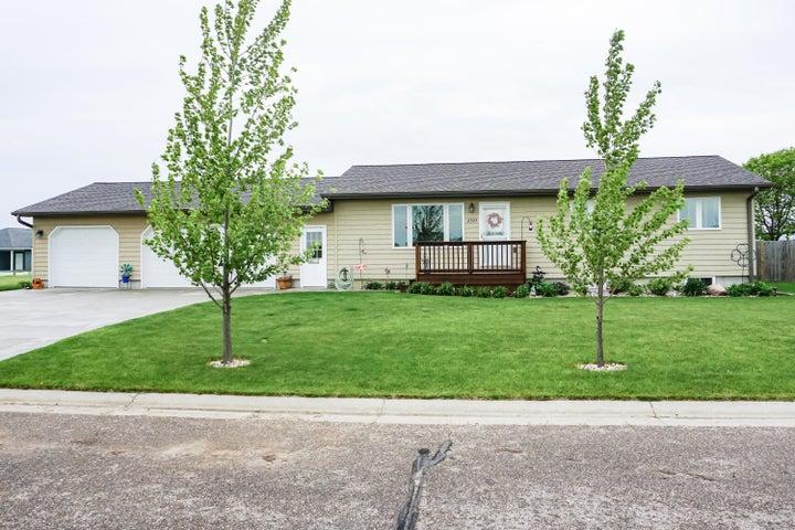 2523 Prairie Green Dr, Huron, SD 57350