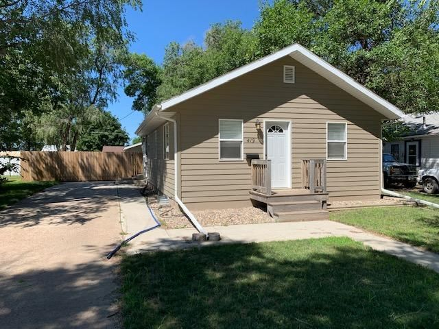 419 Illinois Ave NW, Huron, SD 57350