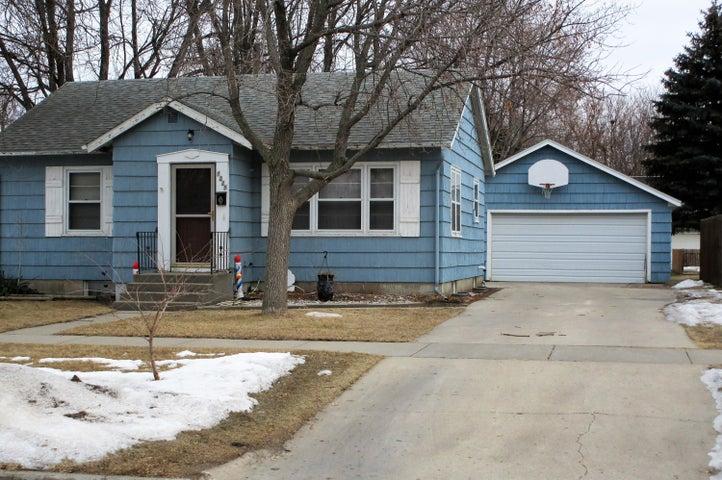 1228 Idaho Ave SE, Huron, SD 57350