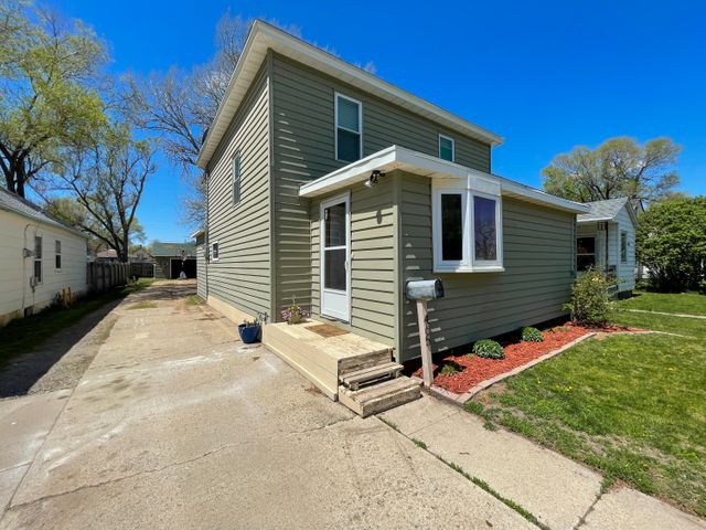 465 Simmons Ave SE, Huron, SD 57350