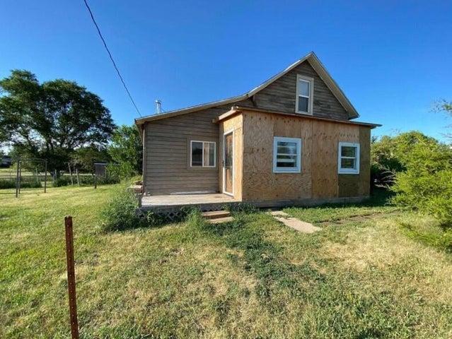150 E Ozark St, Iroquois, SD 57353