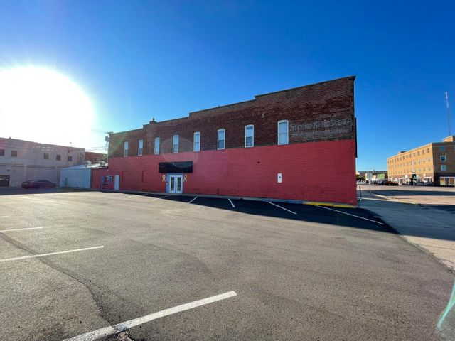 256 Wisconsin Ave SW, Huron, SD 57350