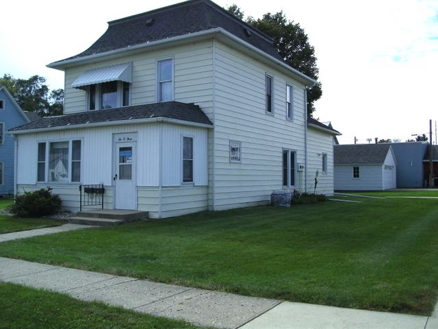 203 S 7th St, Estherville, IA 51334