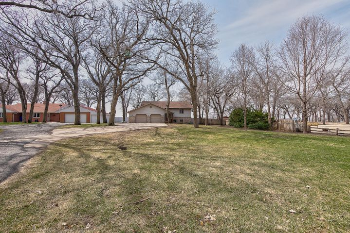 902 Lakeside Avenue, Lake Park, IA 51347