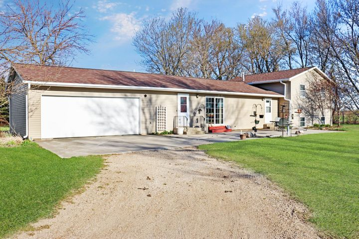 2140 130th Avenue, Lake Park, IA 51347