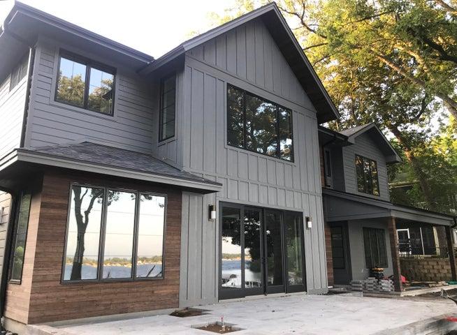 15911 Lakeshore Drive, Spirit Lake, IA 51360