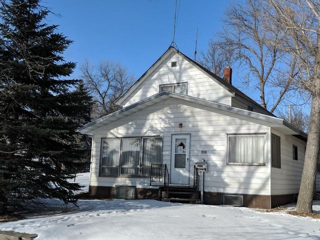 958 2nd St NW, Valley City, ND 58072