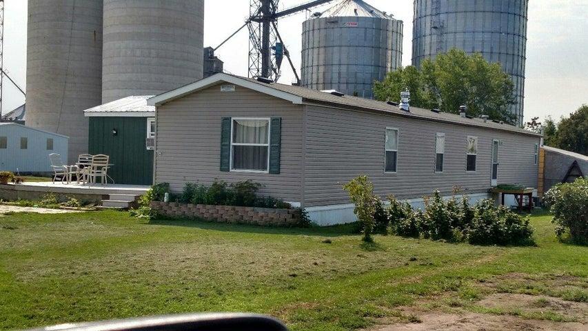 304 James River Valley Trailer Ct, Jamestown, ND 58401