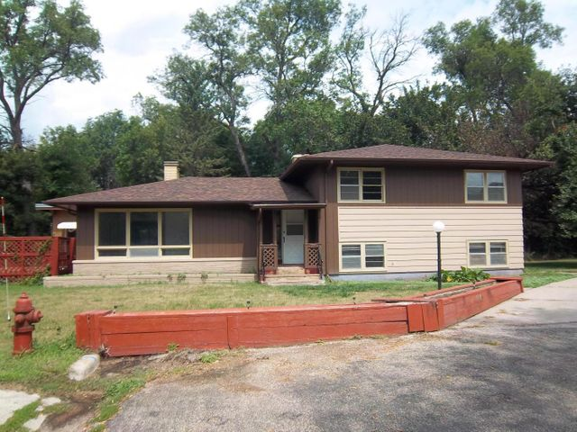 1318 2nd Ave NW, Jamestown, ND 58401