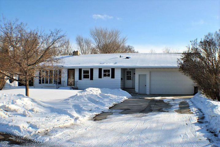 205 9th St NW, Jamestown, ND 58401
