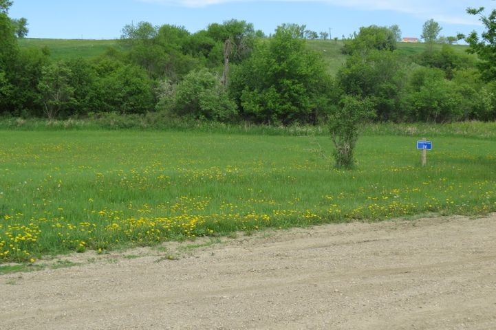 1807 Island Park Drive, Jamestown, ND 58401