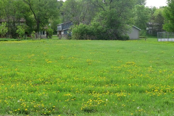 1502 Island Park Dr, Jamestown, ND 58401
