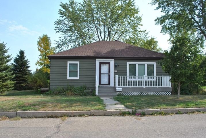 121 3rd Street N, New Rockford, ND 58356