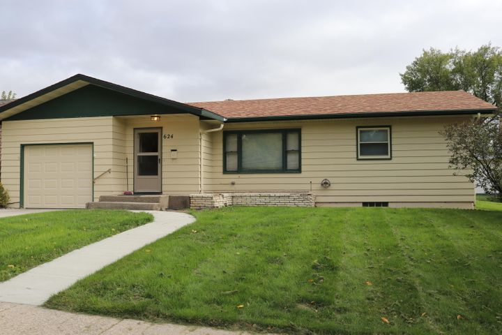 624 6th Avenue NW, Valley City, ND 58072