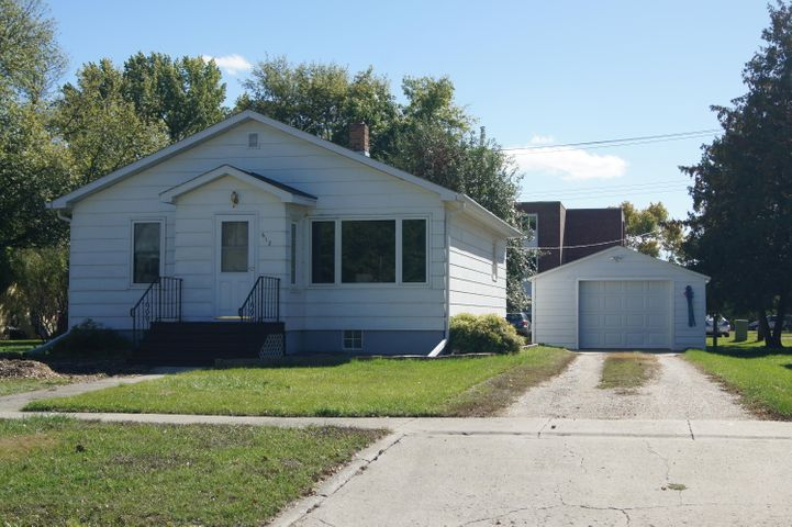612 1st Street N, Ellendale, ND 58436