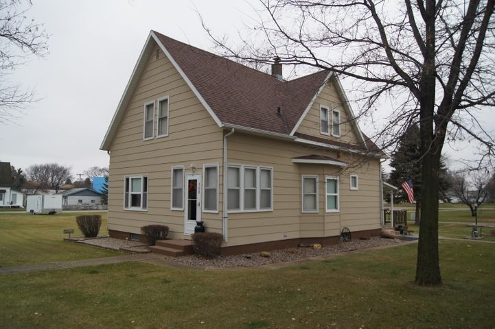 508 5th Avenue W, Edgeley, ND 58433