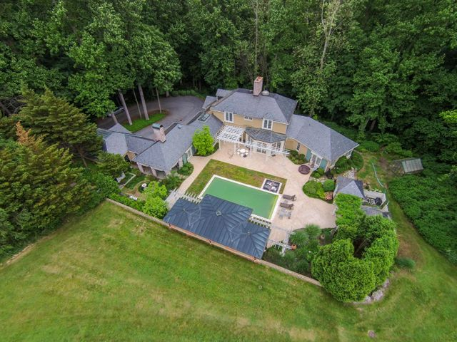 302 Owl Bridge Rd. Fabulous Executive Luxury Home on 5.6 acres and the Little Conestoga River.