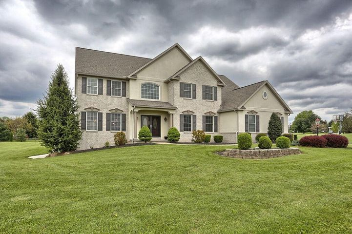 35 APPLE CREEK LANE, MYERSTOWN, PA 17067