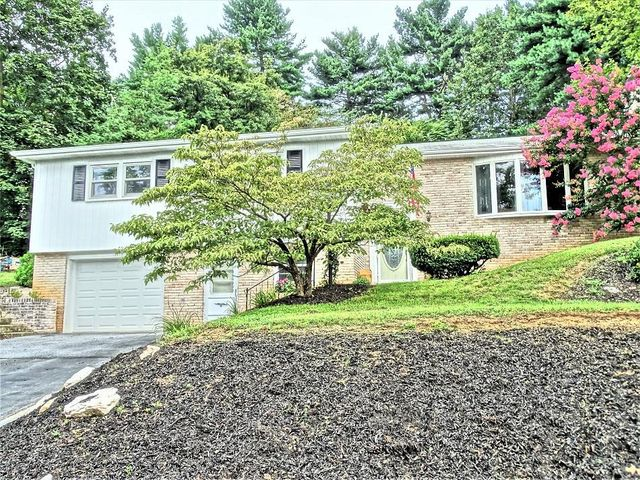 407 ORCHARD LANE, MANHEIM, PA 17545