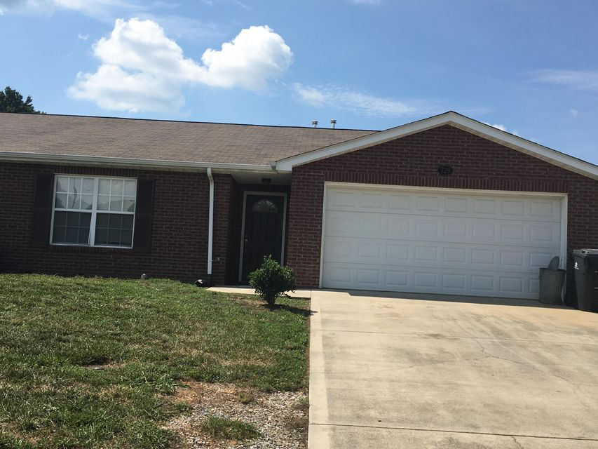 Beautiful end unit in Spring Hill Villas. 3 Bdr/2 Ba, with 2 Car Garage, Maintenace Free exterior with Level Yard. Vaulted Ceilings, open floor plan.  New Carpet, Freshly Painted, Tile in kitchen and bath. Just 10 minutes to downtown and UT.