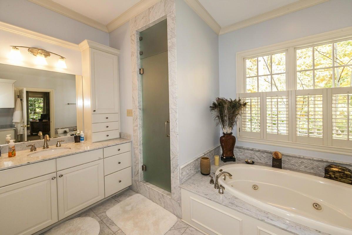 master bath shower and tub