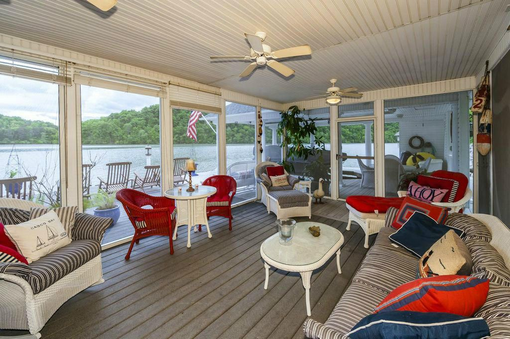 screened porch at dock