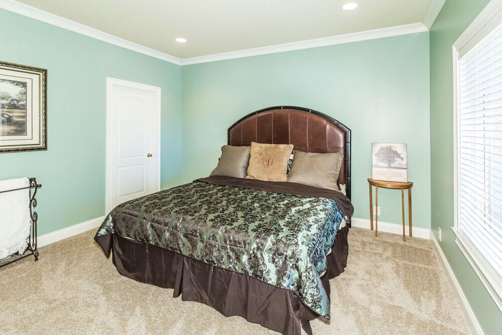 lower level bedrm