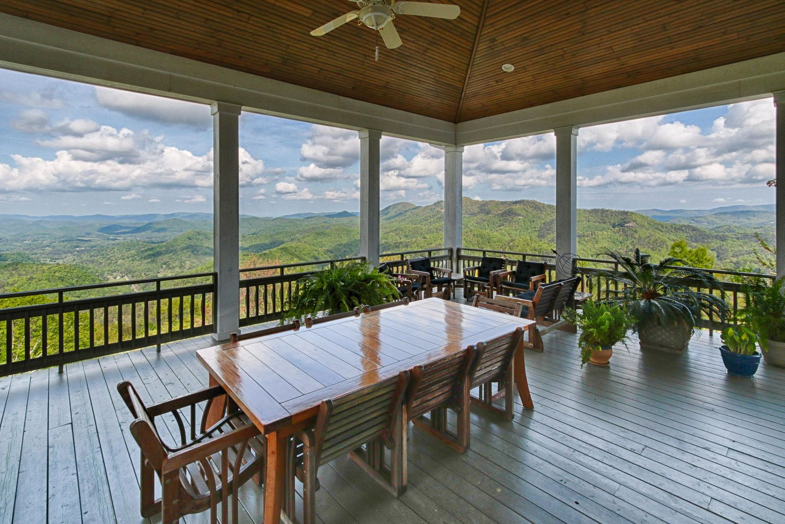 Dine Surrounded by Breathtaking Vistas