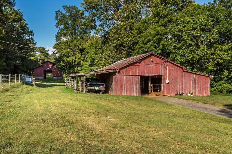 storage barn+ 8 stall horse barn