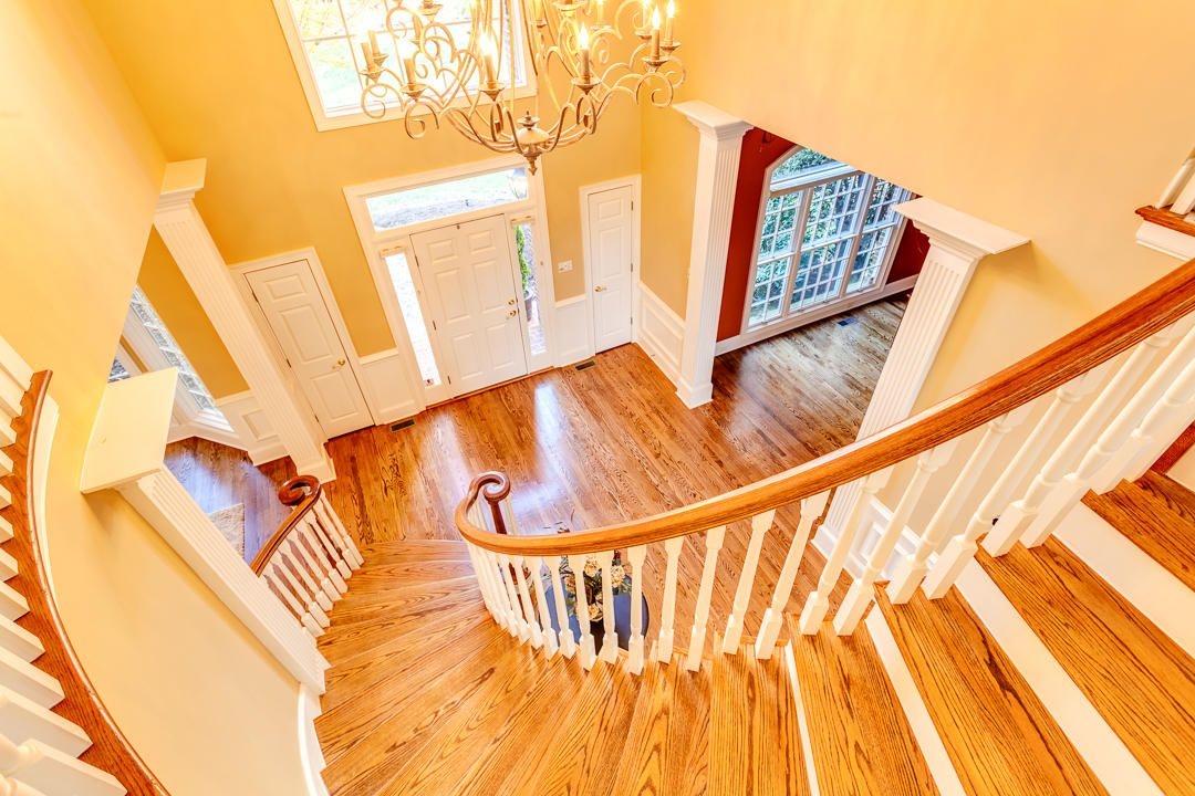 Sweeping Staircase/Foyer