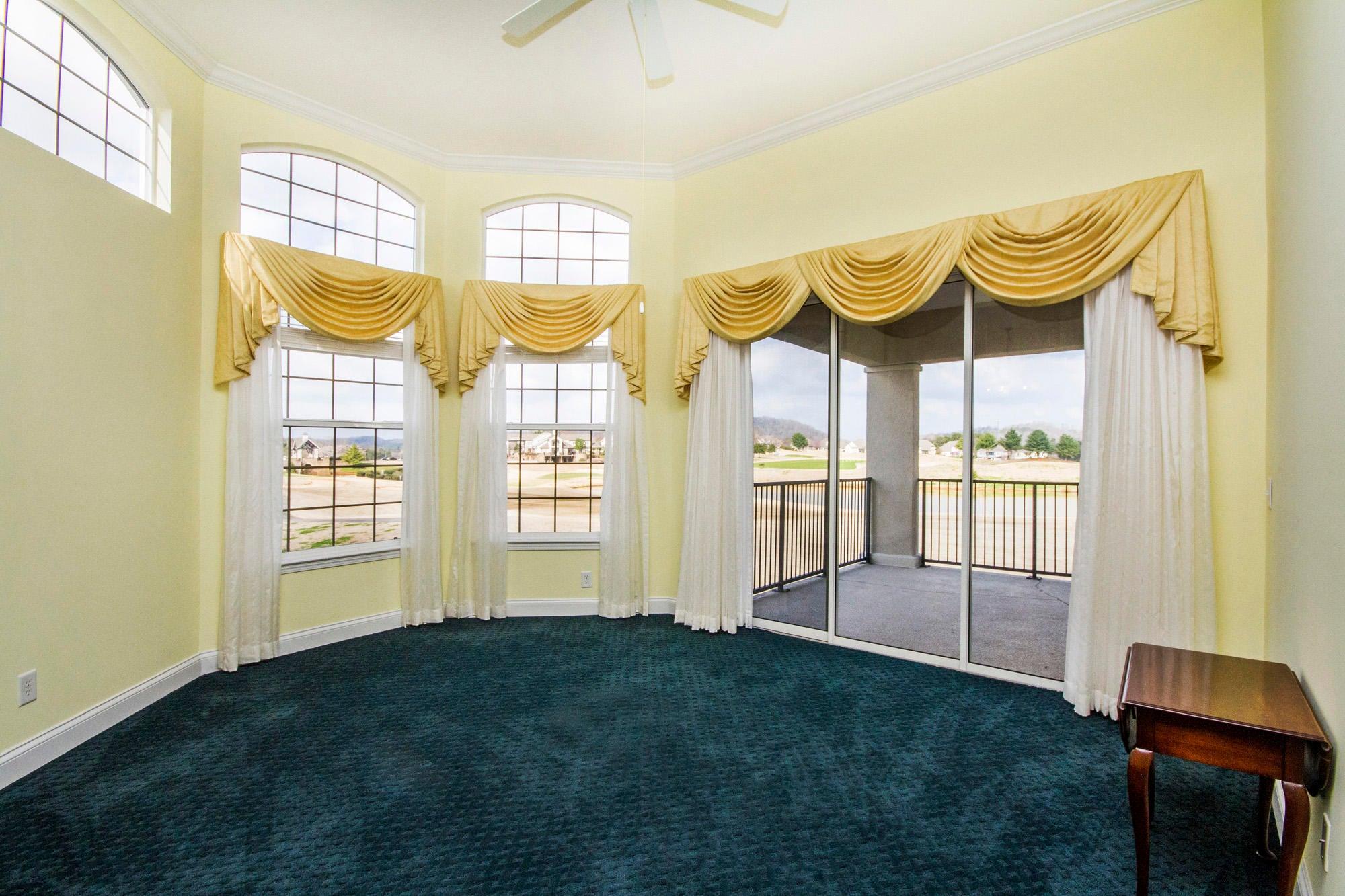 12' Ceiling & Golf Course Views!