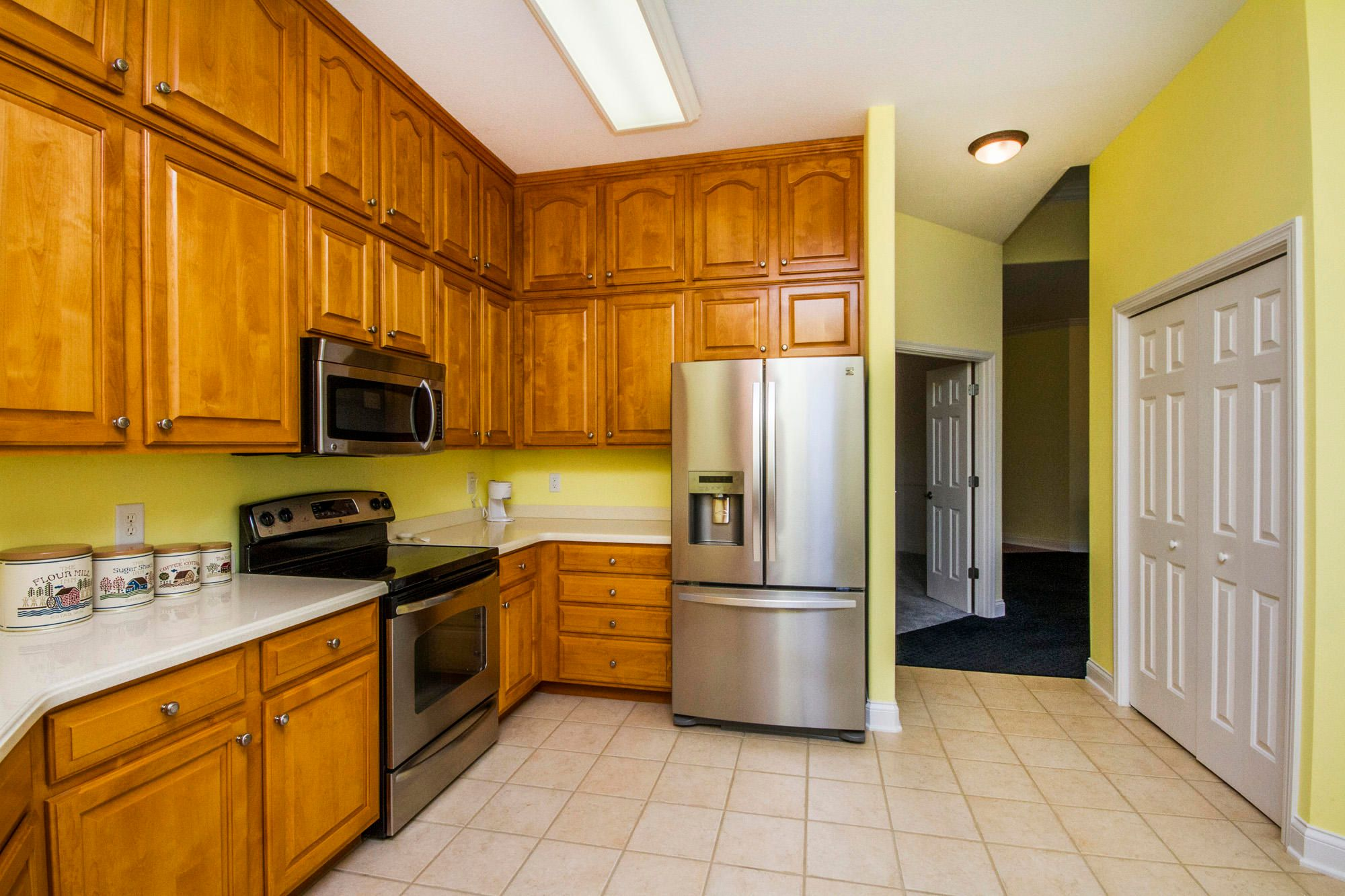 Stainless Appliances & Huge Pantry!
