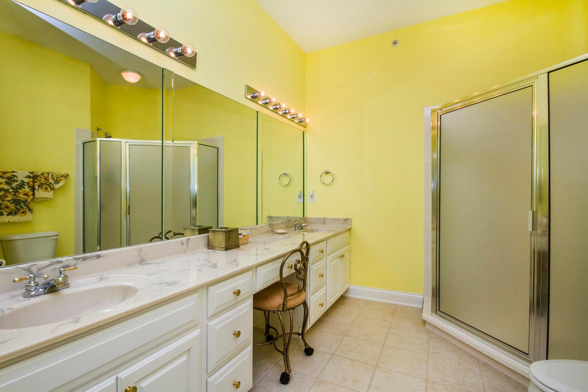 Spacious Bath & Walk-in Closet