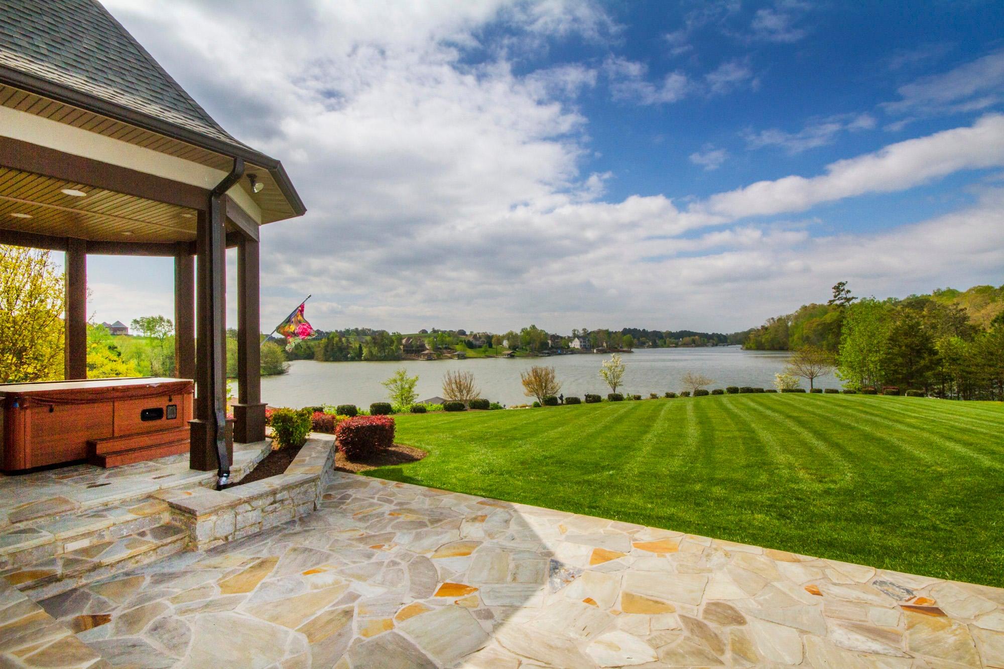 Penninsula Lake Views all Around!