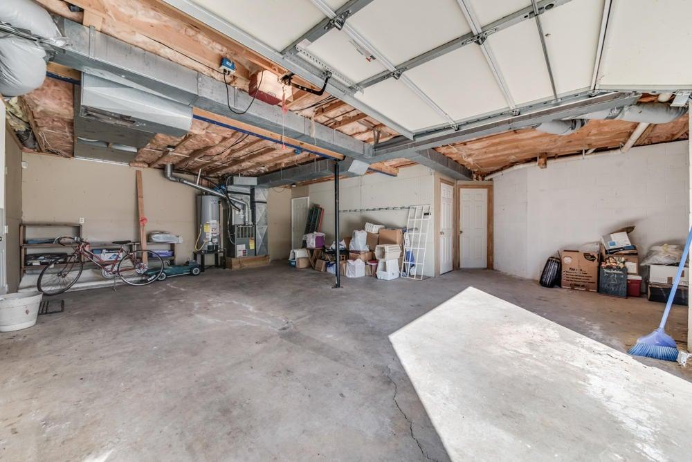 Huge 3rd car garage