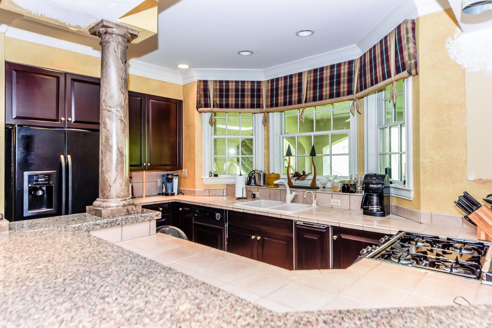 Full kitchen in basement