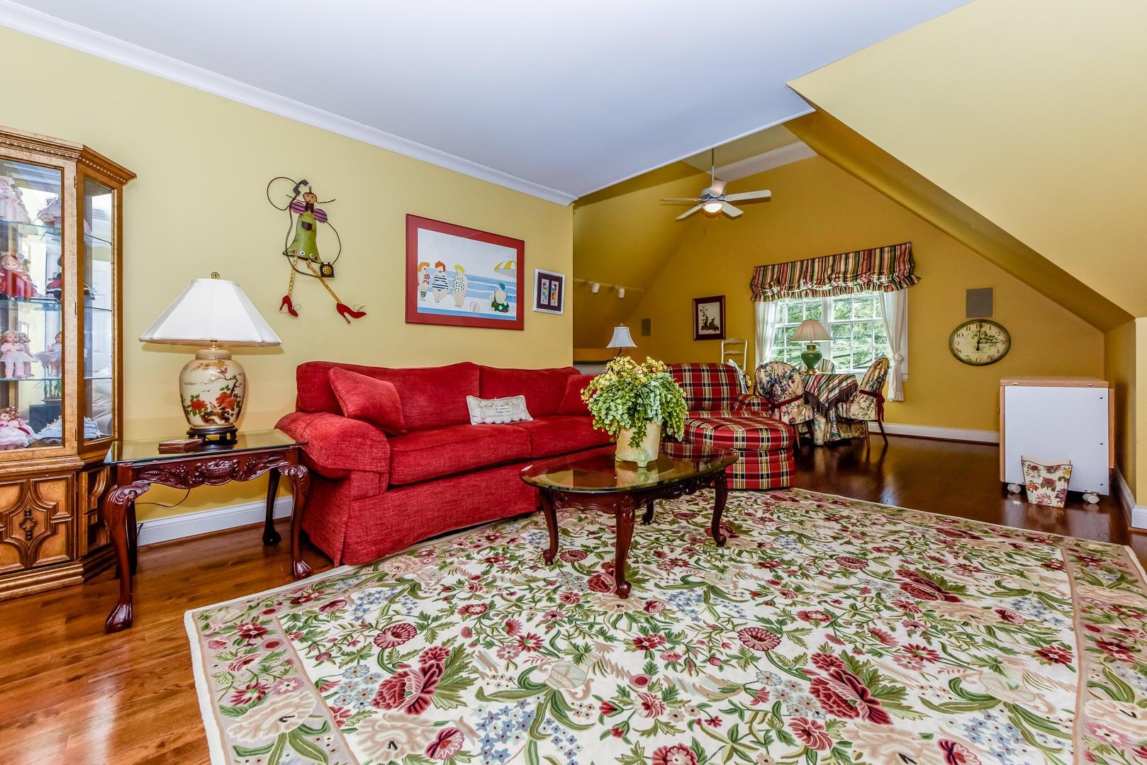 Bedroom/bonus room upstairs