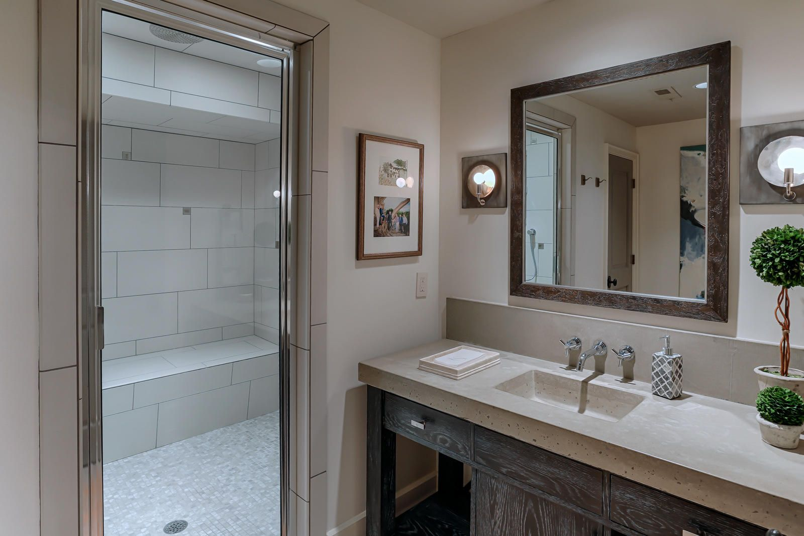 Lower level bath with steam room