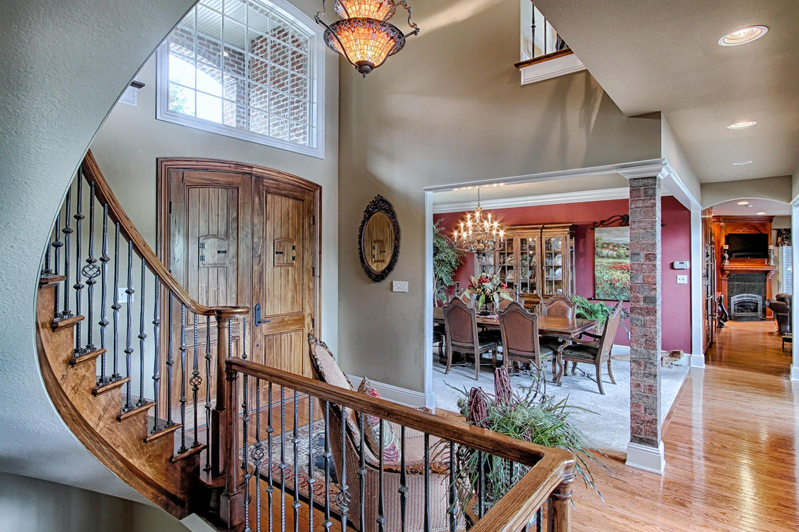 Curved staircase to open Dining Room