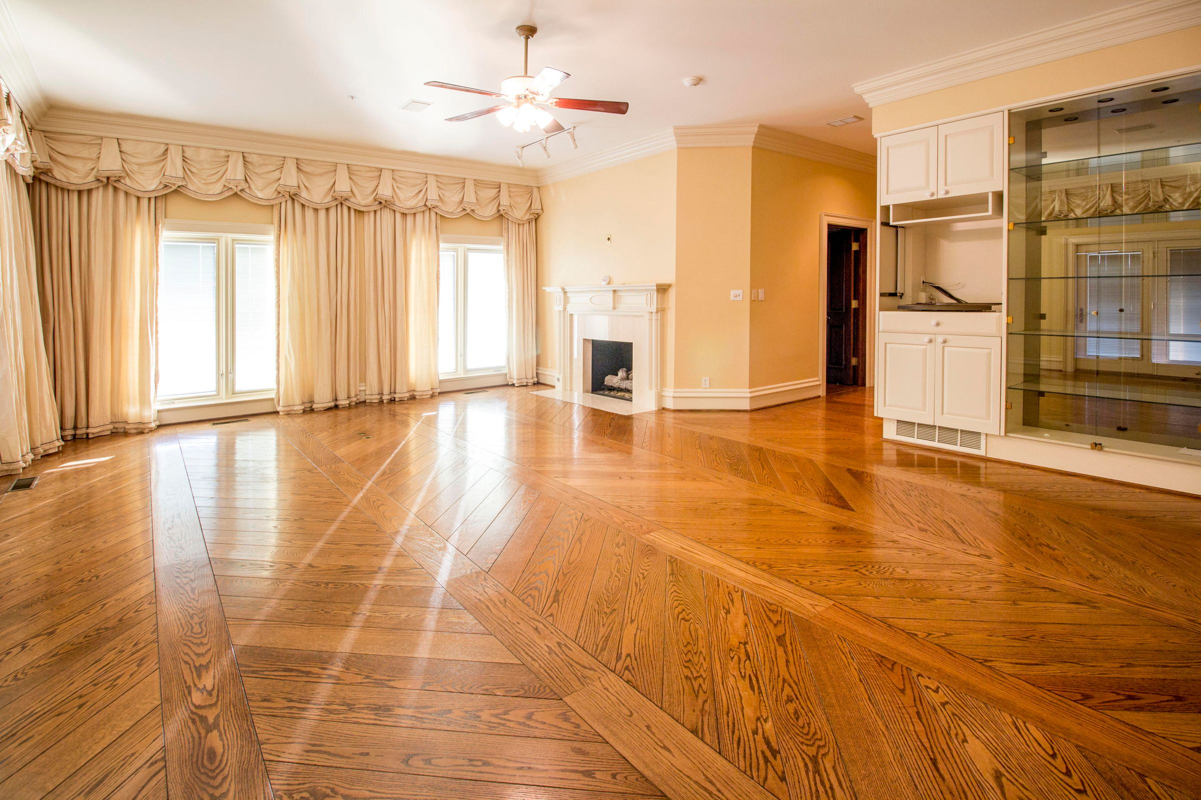 Master Suite - Main Level Lakeside