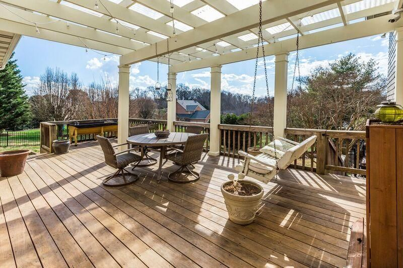arbored deck space