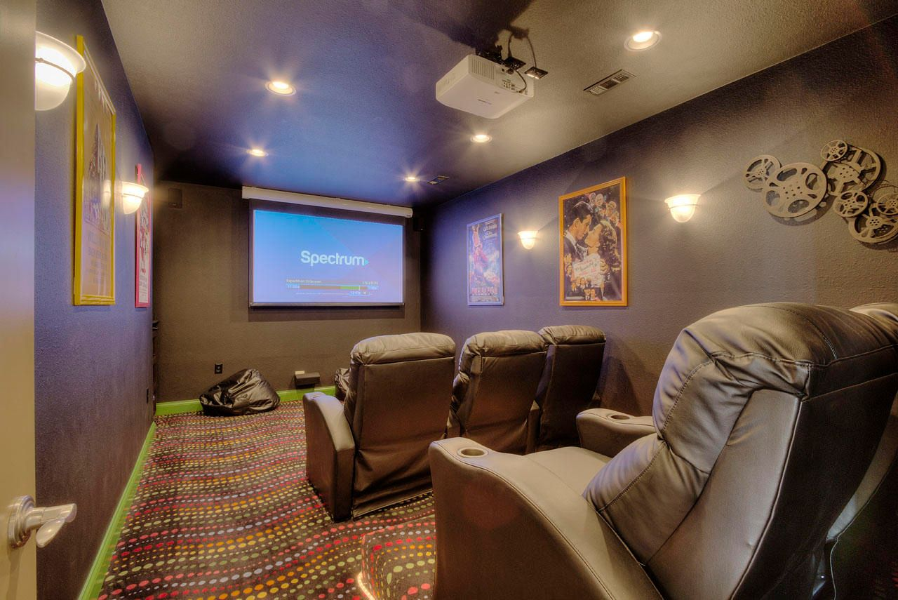 THEATER ROOM (6 RECLINERS)