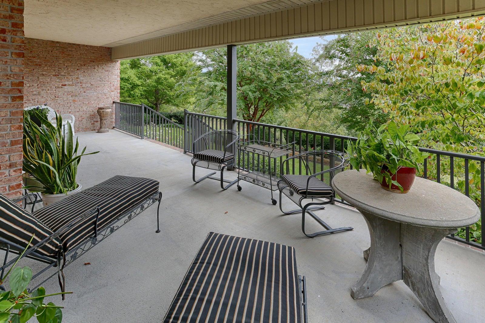 LL patio