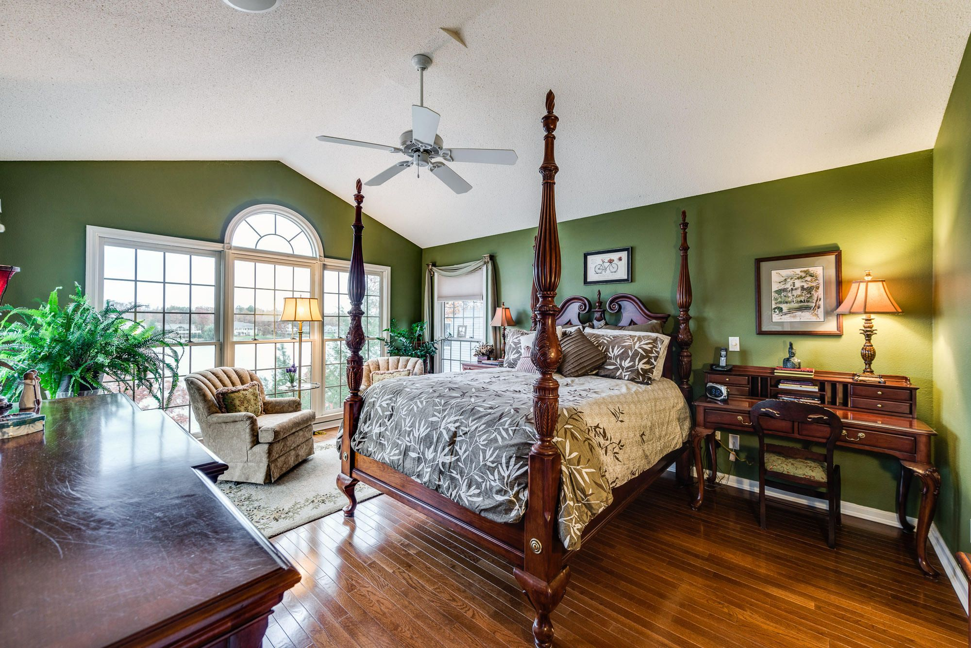 Master Bedroom with Lakeview