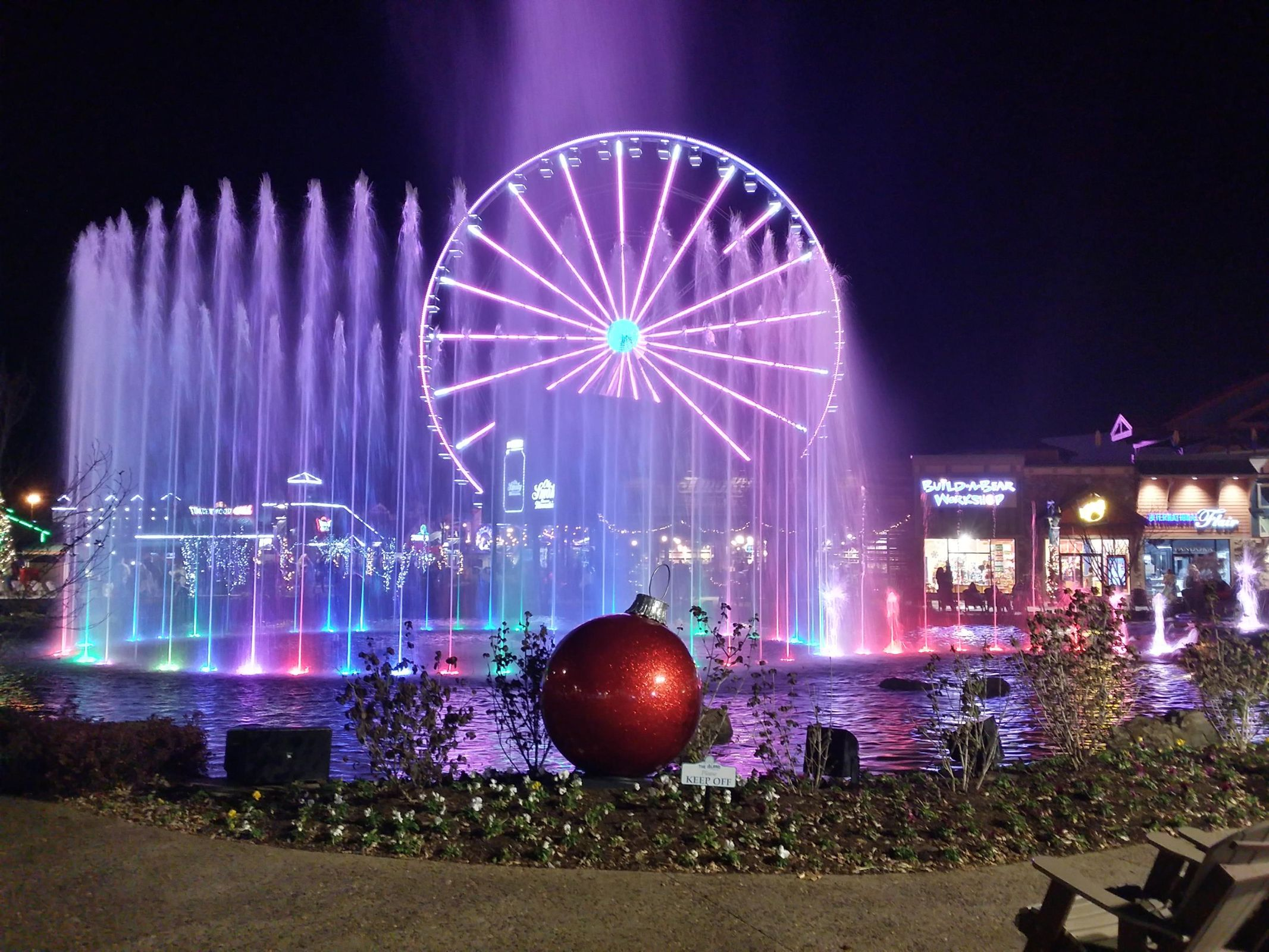 Pigeon Forge Wheel with fountain