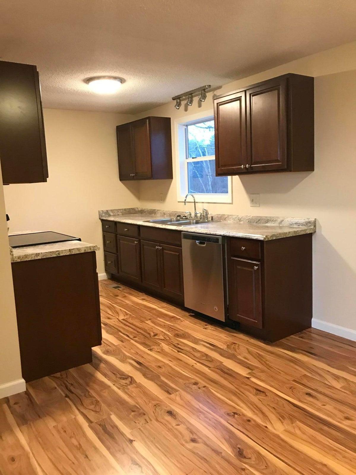 692 CR 442 Pic Kitchen1