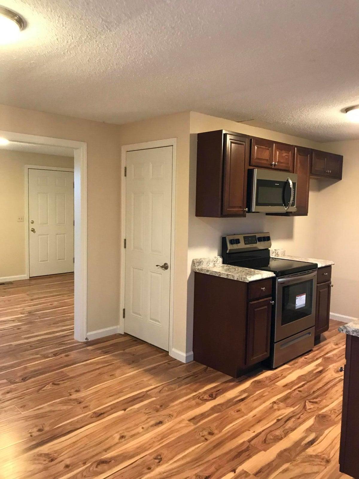 692 CR 442 Pic Kitchen 2