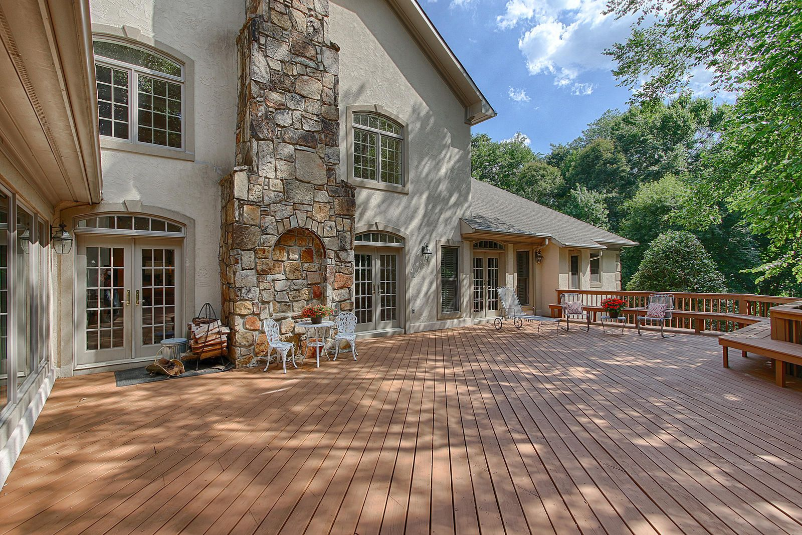 Large Deck~Great for Entertaining